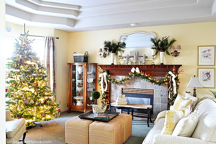 Decorating a living room at Christmas At the Picket Fence