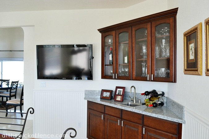 Arizona home tour-wet bar www.atthepicketfence.com