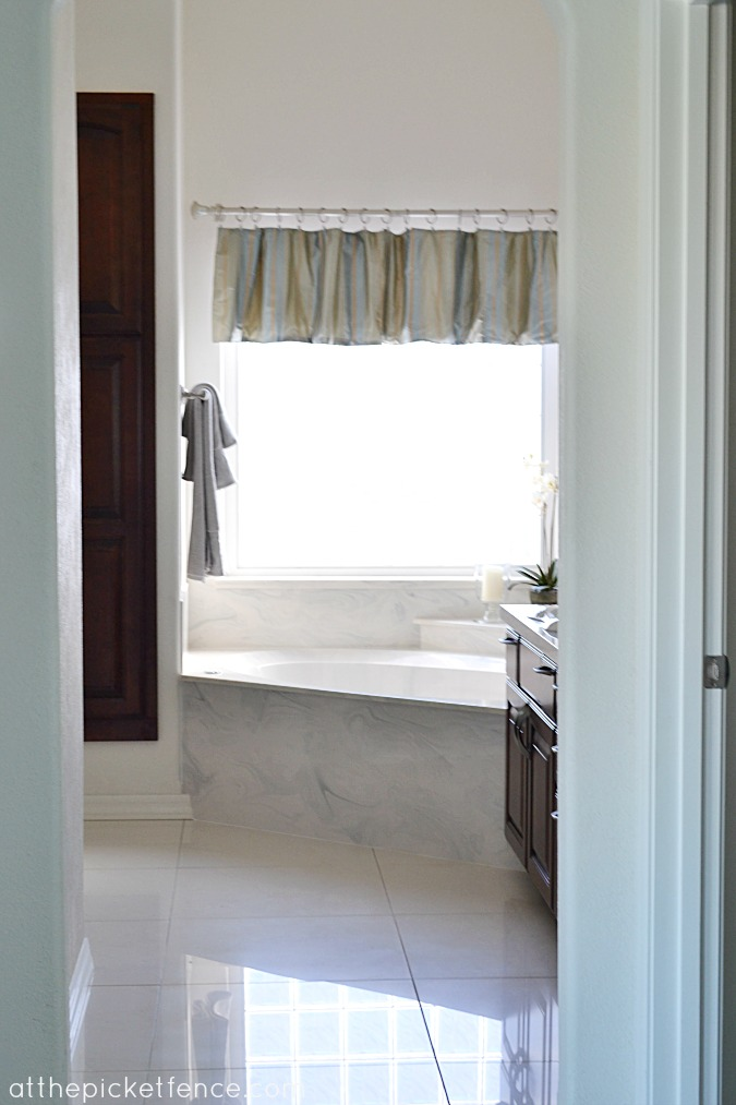 Mediterranean Desert Home Tour from At The Picket Fence master bathroom www.atthepicketfence.com