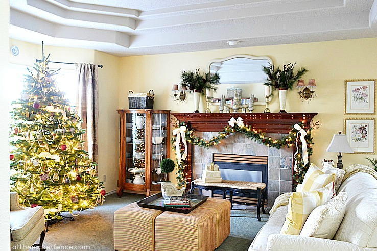 Christmas Living Room At the Picket Fence