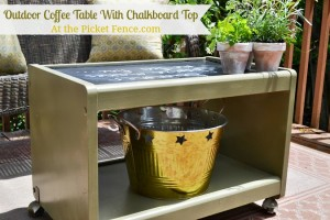 Outdoor-coffee-table-with-chalkboard-top www.atthepicketfence.com
