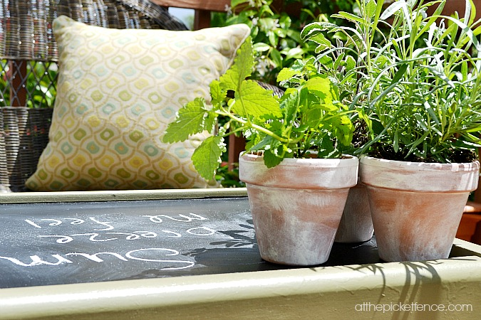chalkboard outdoor coffee table www.atthepicketfence.com