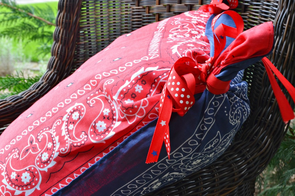 handkerchief 4th of July pillow www.atthepicketfence.com