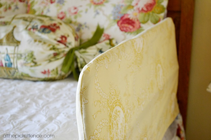 slipcovered-toddler-bed-guardrail www.atthepicketfence.com