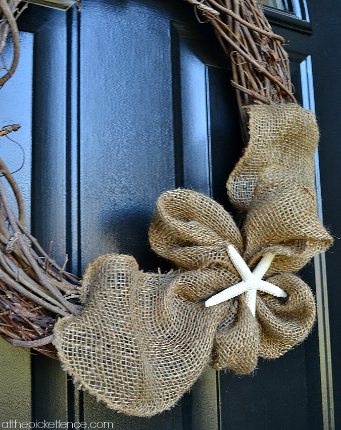 burlap and starfish wreath atthepicketfence.com