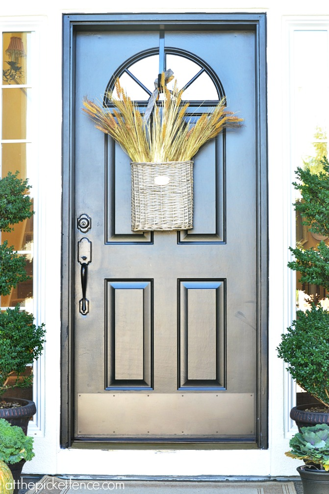 Fall front door from atthepicketfence.com