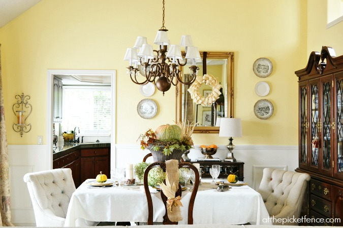 Fall dining room decor from atthepicketfence.com