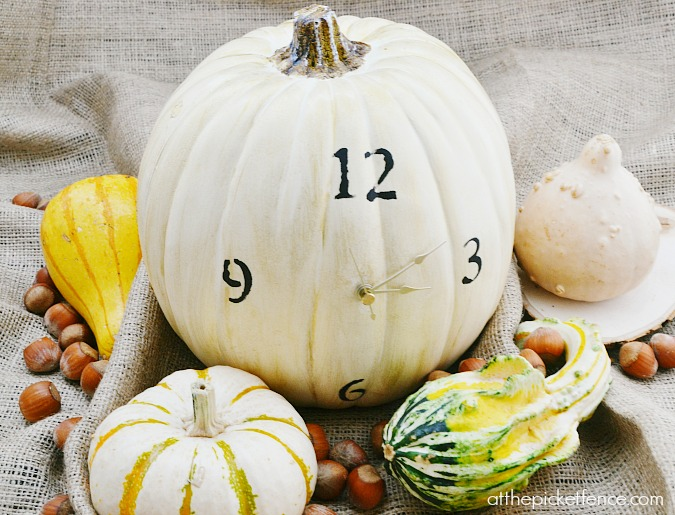Working pumpkin clock from atthepicketfence.com