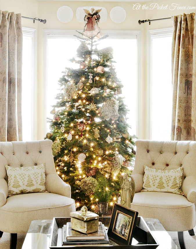 living room Christmas tree in bay window from atthepicketfence.com
