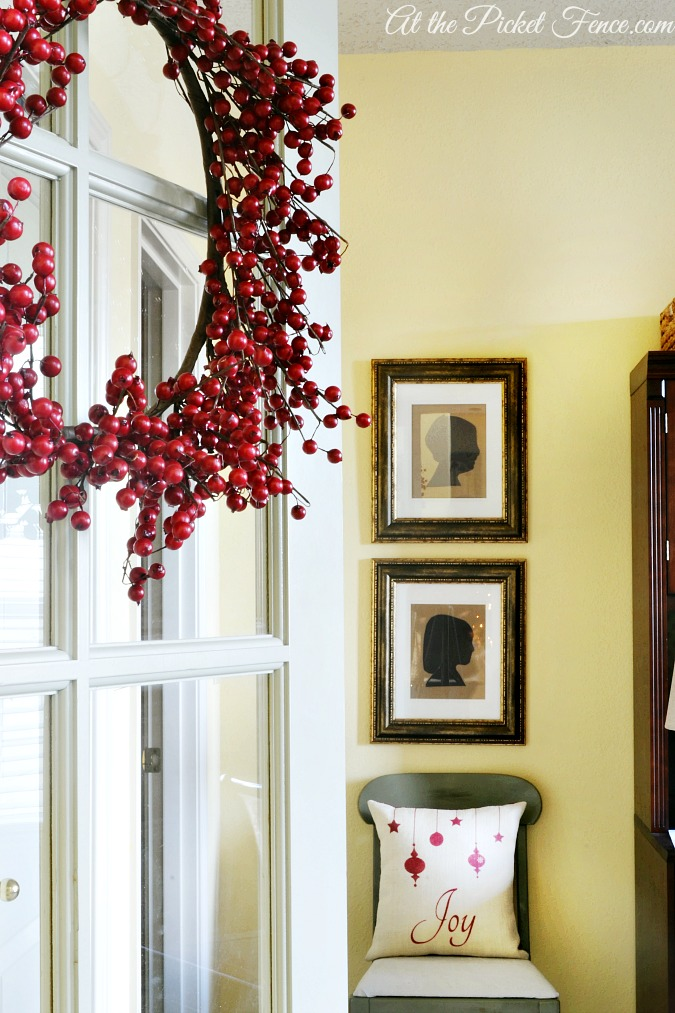 office door with cranberry wreath from atthepicketfence.com