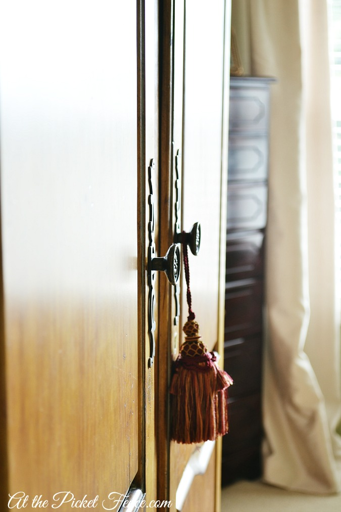 armoire doors close up