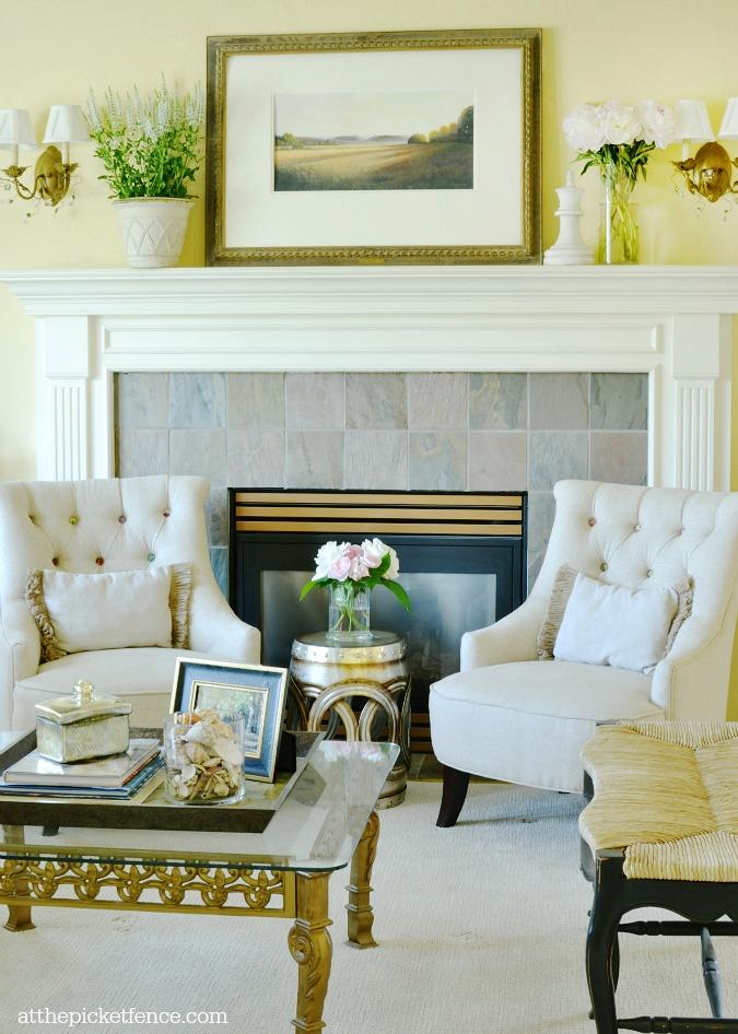 living room summer decor atthepicketfence.com
