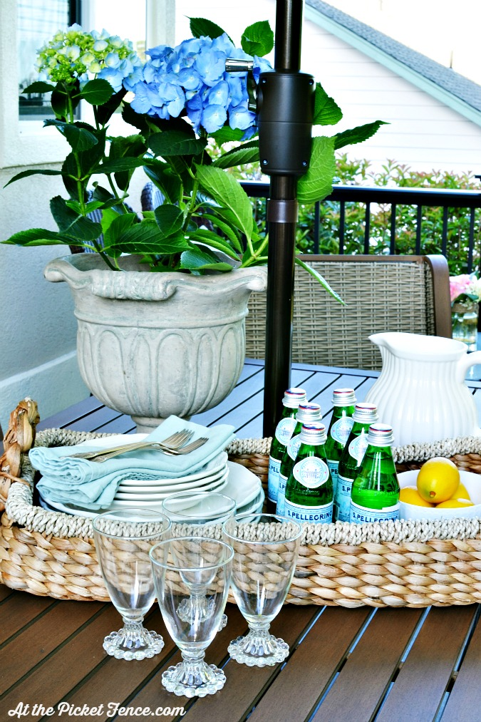 outdoor summer entertaining atthepicketfence.com