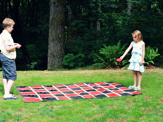 over sized outdoor checker board atthepicketffence.com