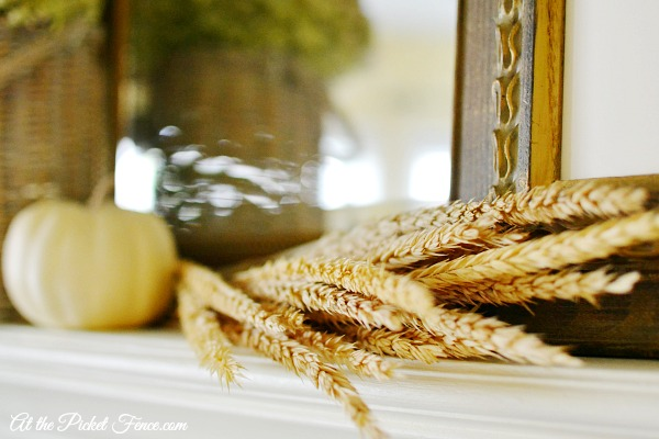 using wheat in mantel decor atthepicketfence.com