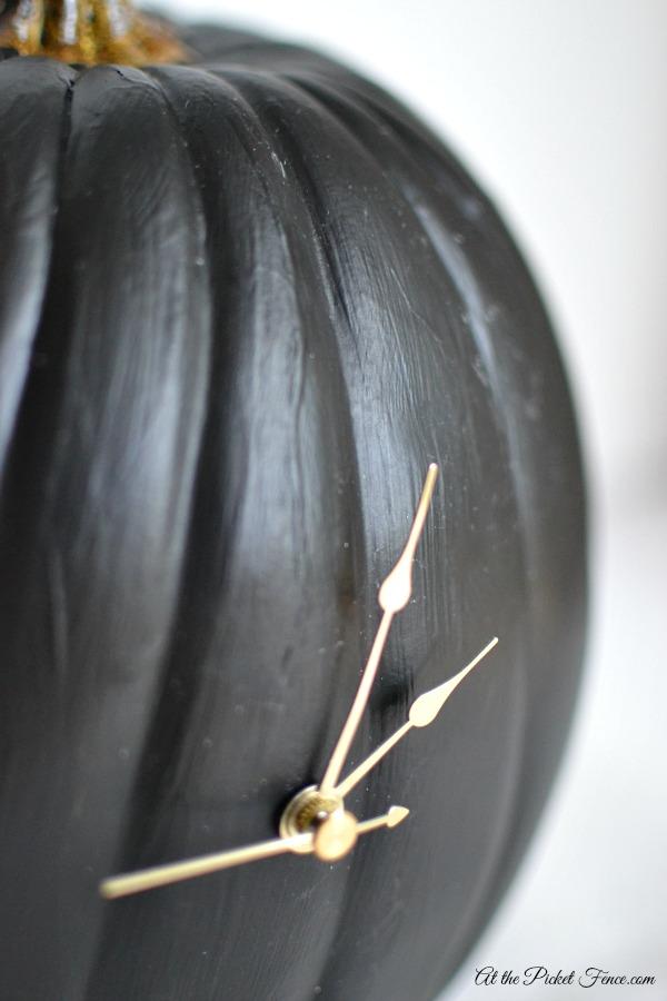 chalkboard pumpkin clock4