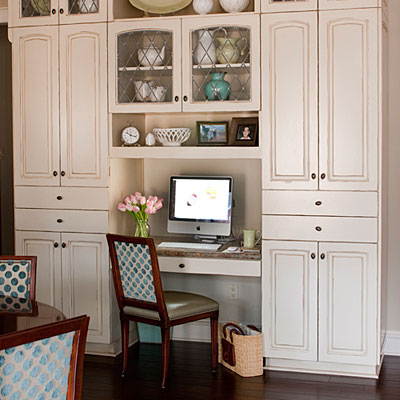 kitchen desks outdated say it ain 39 t so at the picket fence. Black Bedroom Furniture Sets. Home Design Ideas