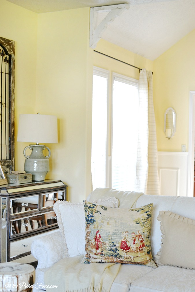 Rustic Wood Corbels In The Dining Room At The Picket Fence
