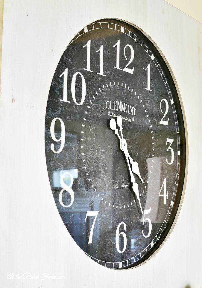 oversized clock face atthepicketfence.com