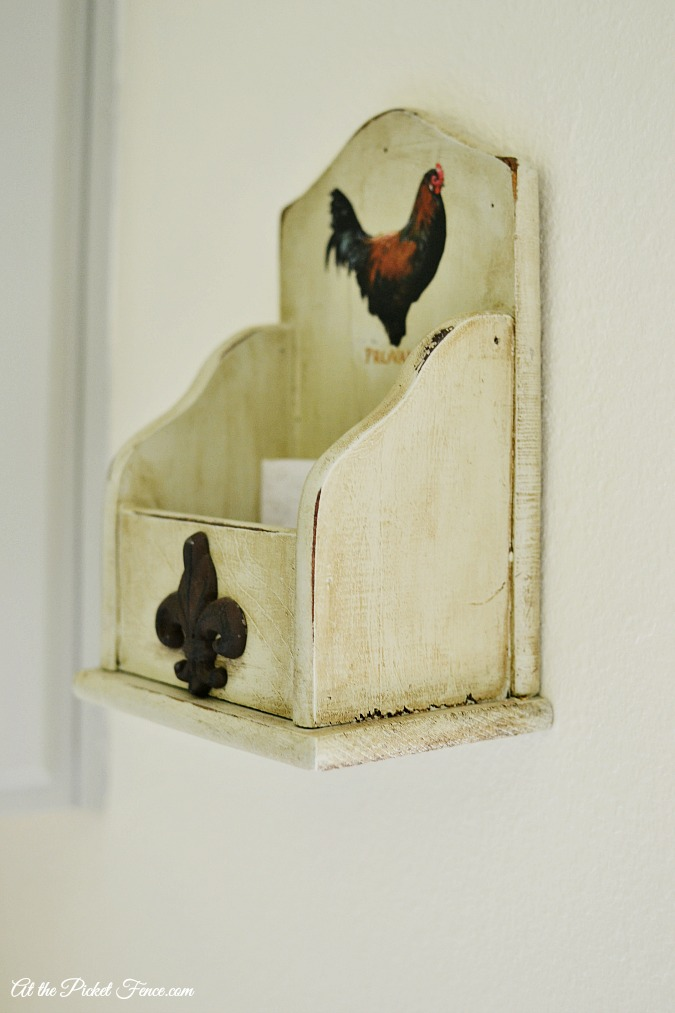 vintage styled dryer sheet holder atthepicketfence.com