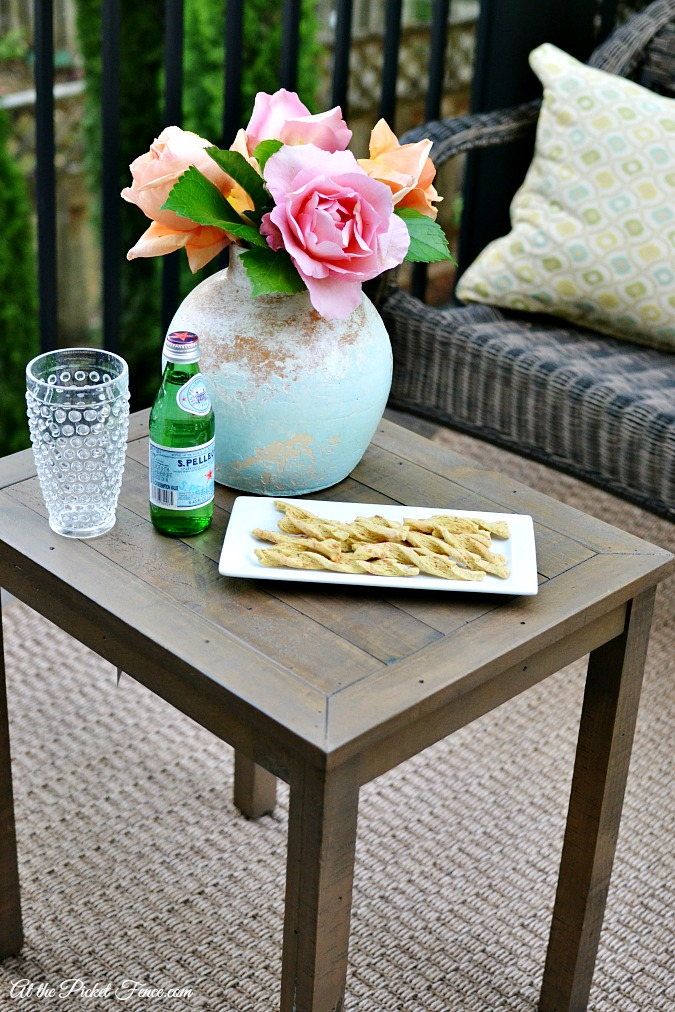 Outdoor coffee table atthepicketfence.com