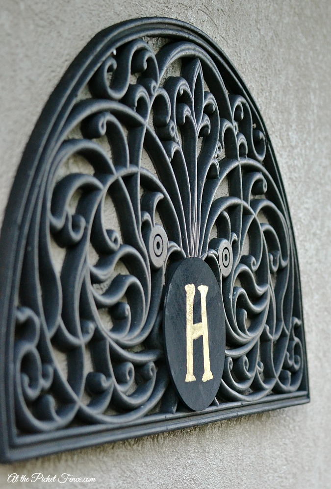 DIY indoor outdoor monogrammed wall plaque atthepicketfence.com
