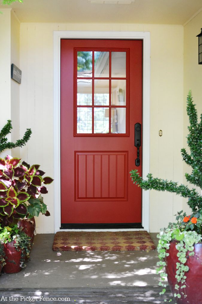 Red farmhouse front door atthepicketfence.com