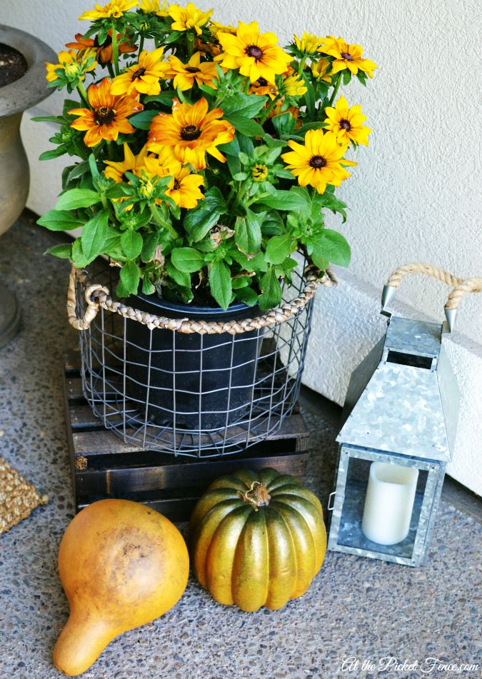 fall front porch decorations atthepicketfence.com