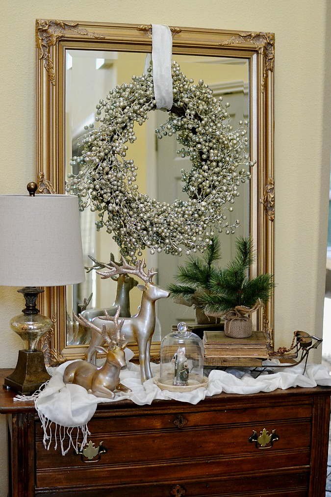Christmas entry table decor atthepicketfence.com
