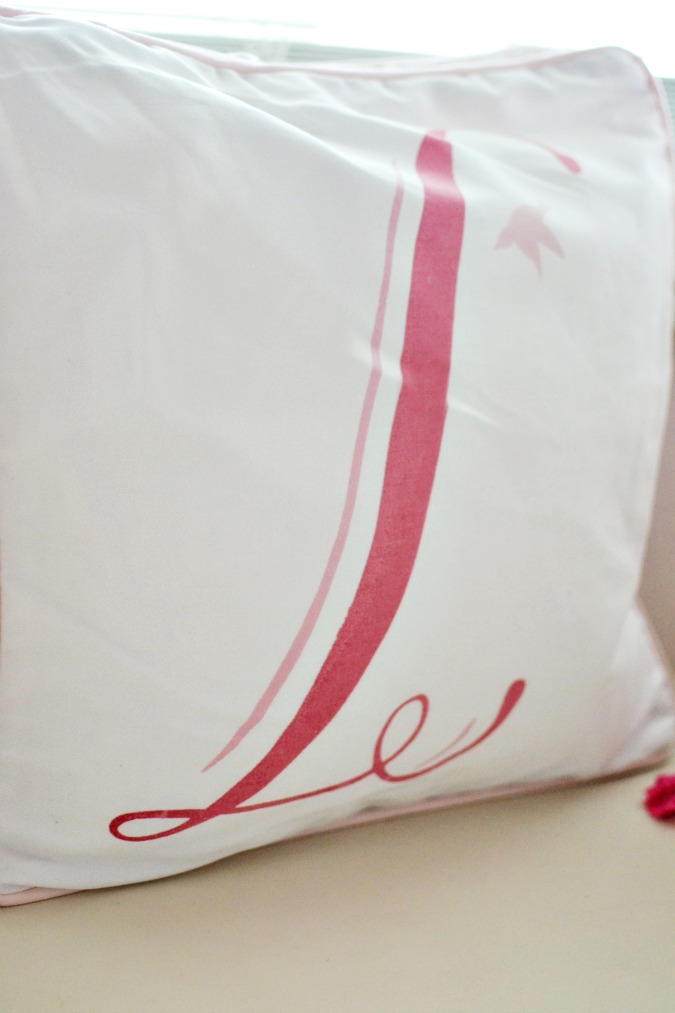 Letter 'L' monogram pillow
