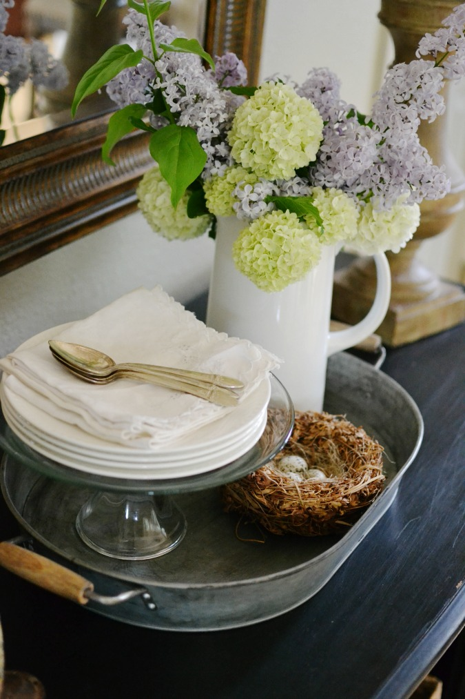 Using metal in tabletop decor