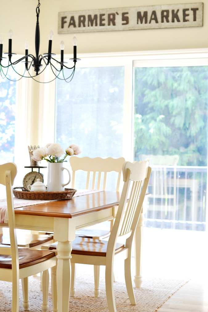 Breakfast nook with farmer's market sign atthepicketfence.com