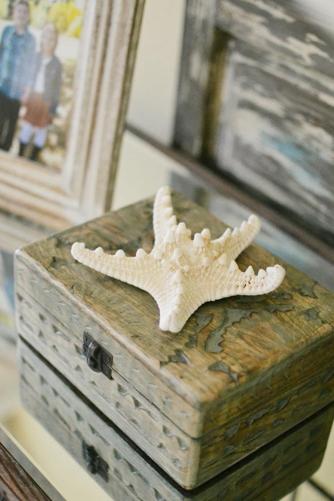 Simple summer decor with seashells