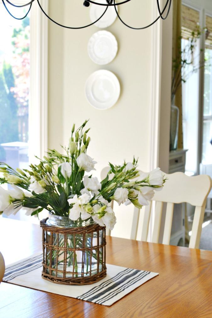 lisianthus flower arrangement