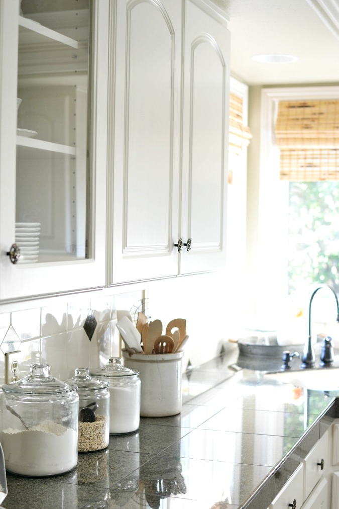 white kitchen cabinets preview