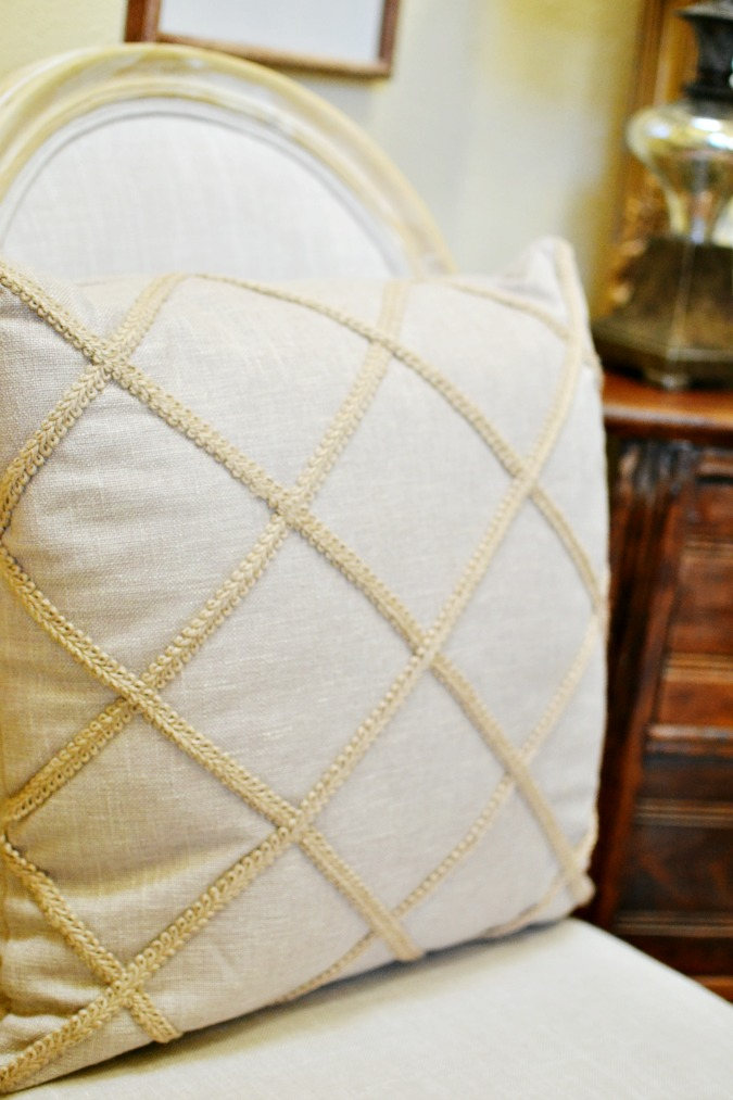 Jute lattice pillow