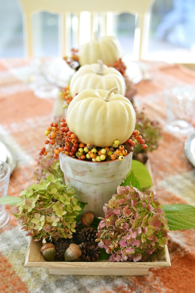 Simple and lovely fall centerpiece atthepicketfence.com