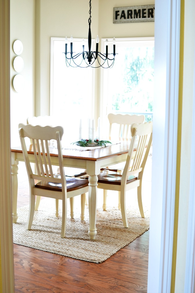 Breakfast nook with bay window atthepicketfence.com