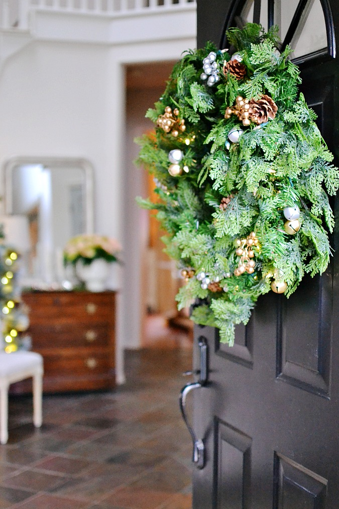 Simple Christmas Front Porch Decorating